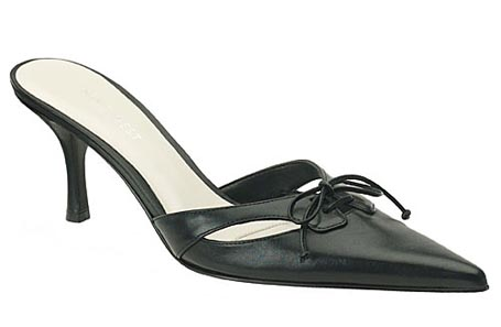 naseby-pointed-toe-bow-slide_011209